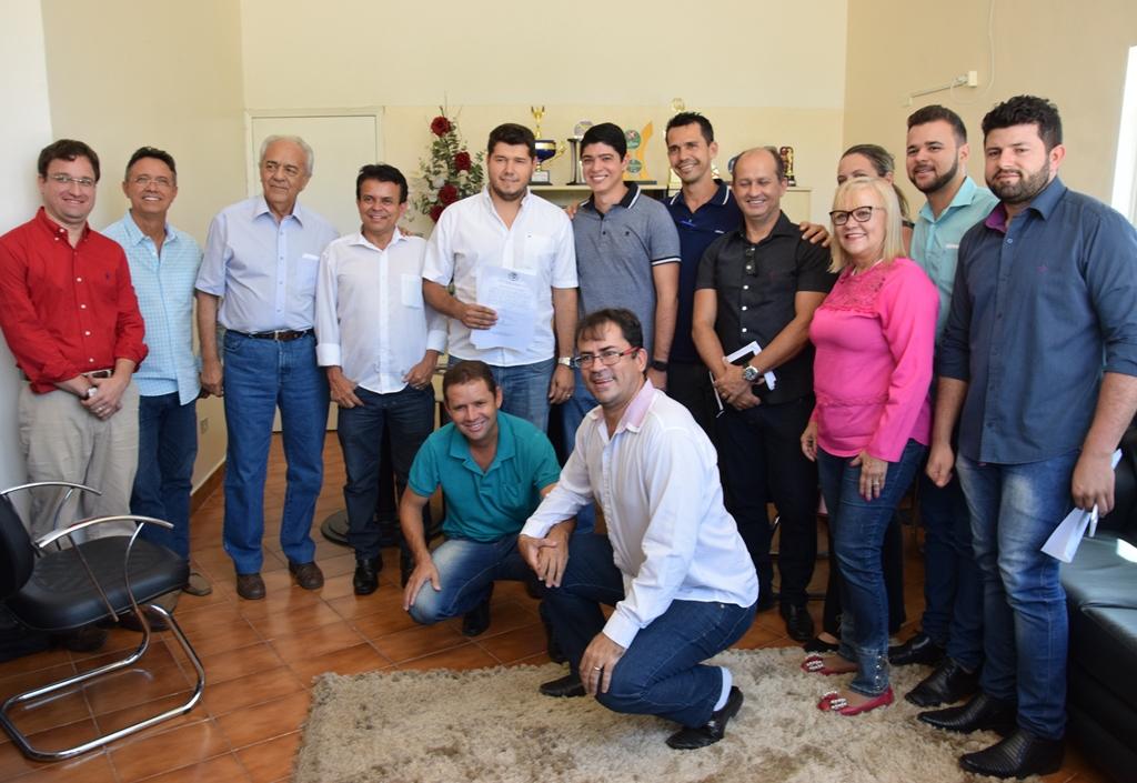 Prefeito de Paraíso assina ordem de serviço para reforma e ampliação do Estádio Pereirão