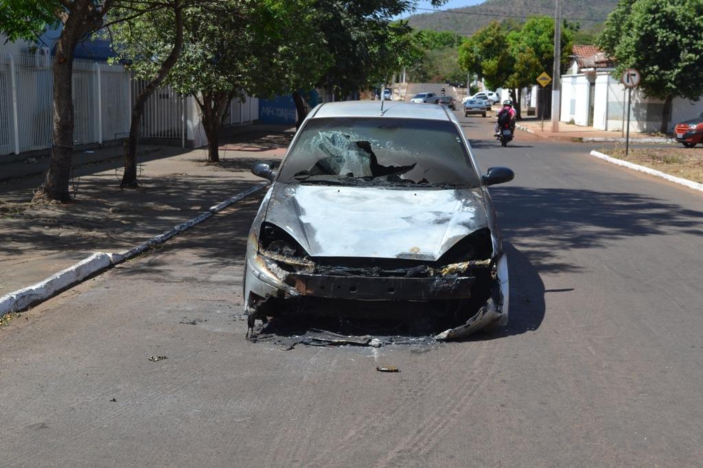 Pane elétrica pode ter sido a causa de veículo pegar fogo em Paraíso TO