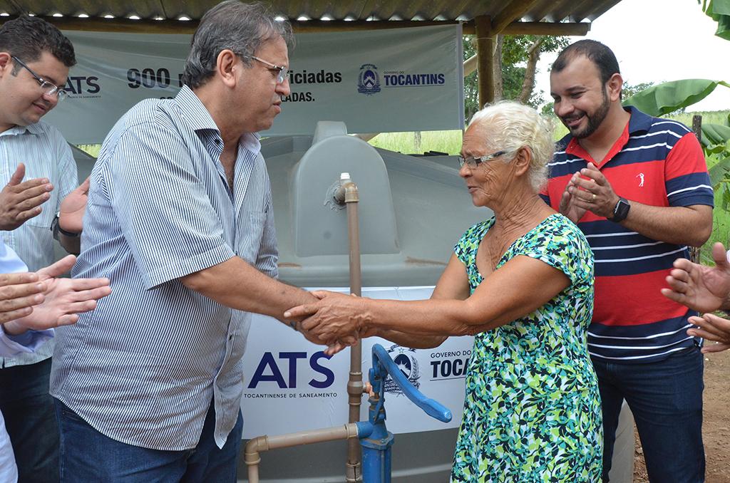 Governo entrega títulos de propriedade de cisternas em Dianópolis
