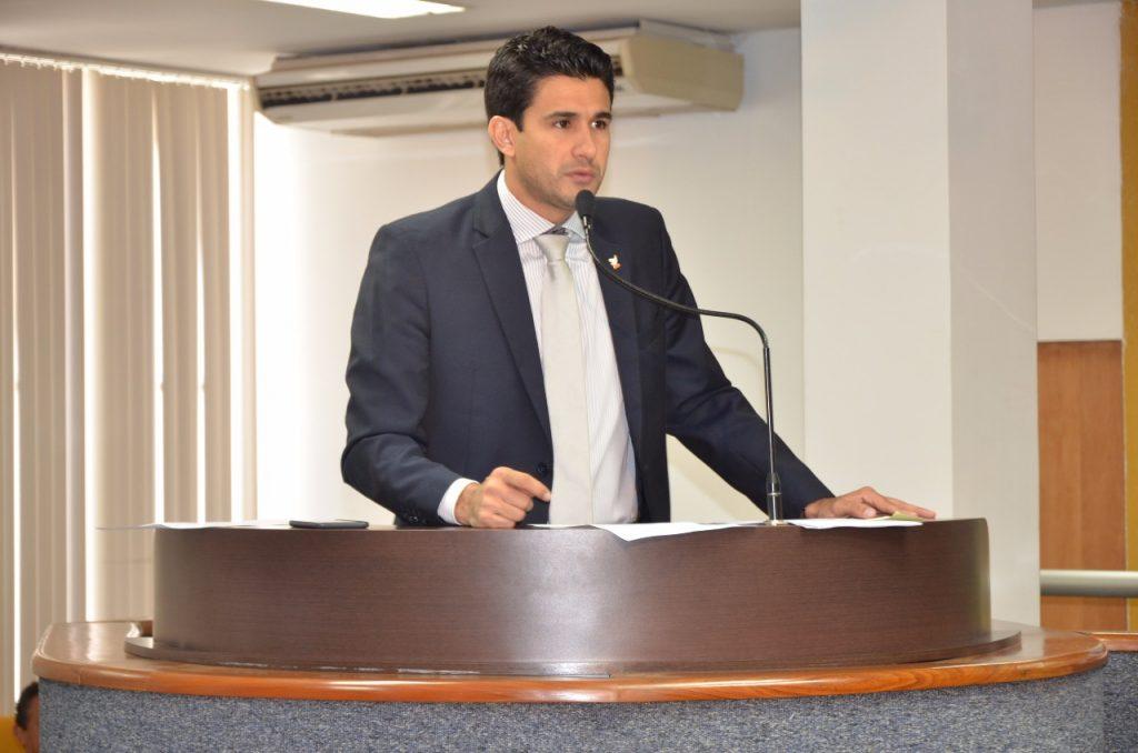 Andrino sai em defesa de secretário municipal após críticas da oposição
