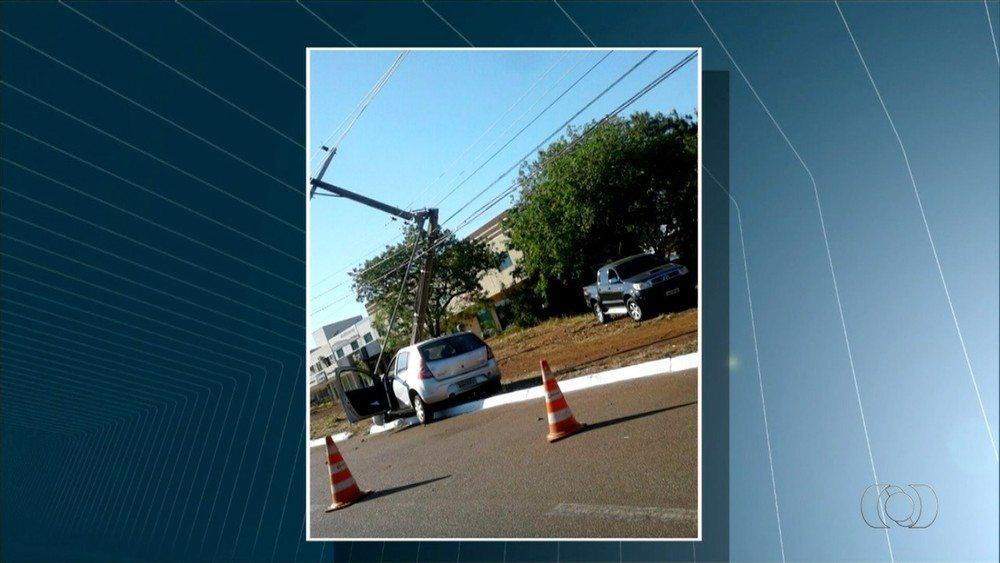 Acidentes derrubam três postes de energia em quadras de Palmas