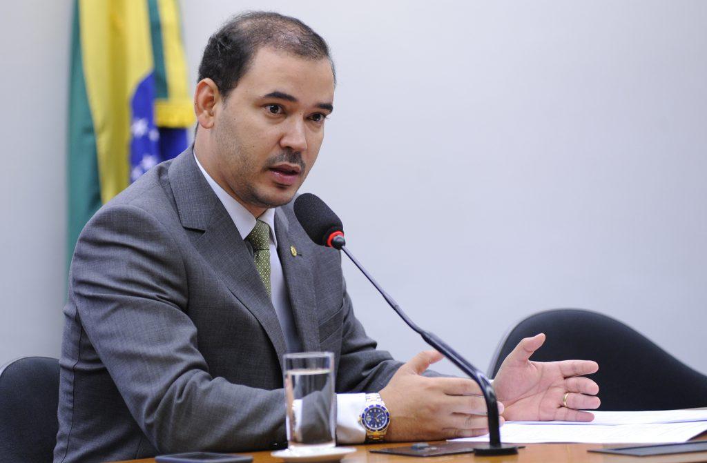 Deputado Federal Vicentinho Júnior diz na tribuna que Amastha faz descaso com a educação de Palmas
