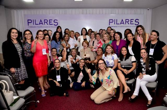 Primeira dama de Cristalândia participa de evento que discutiu o espaço da mulher pública na sociedade