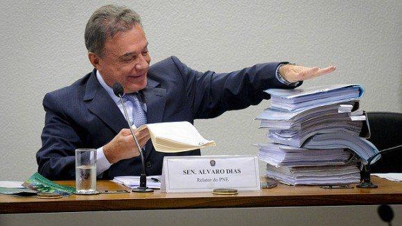 """Alvaro Dias, pré-candidato ao Planalto: """"Sou candidato contra sistema promíscuo do balcão de negócios"""""""