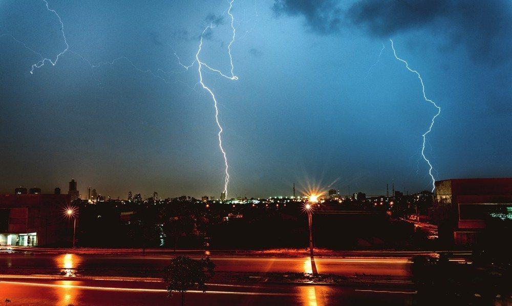 Temporal com ventos de até 57 km/h causa alagamentos e estragos em Palmas