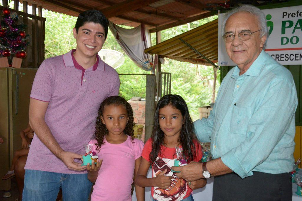 Ação da Assistência Social e Habitação leva comemoração natalina para crianças