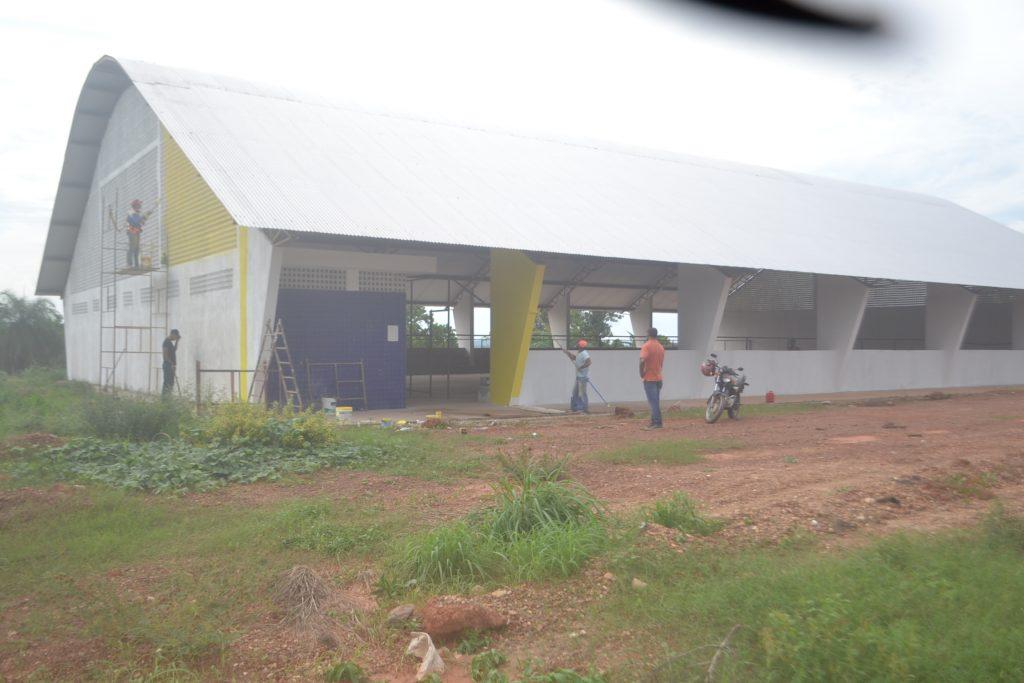 Construção da quadra coberta do setor Sol Nascente é retomada em Divinópolis