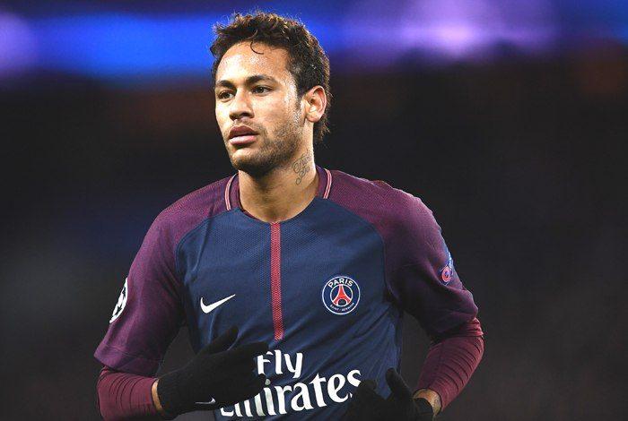 Após 'férias' no Brasil, Neymar marca duas vezes e comanda vitória do PSG
