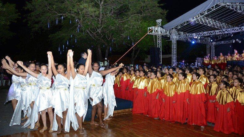 Cantata de Natal da rede municipal de Educação reúne cerca de mil pessoas no Cesamar