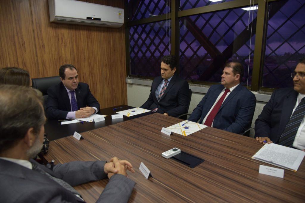 Juiz federal Bruno César Bandeira e o jurista Alessandro Roges são empossados como membros substitutos do TRE-TO