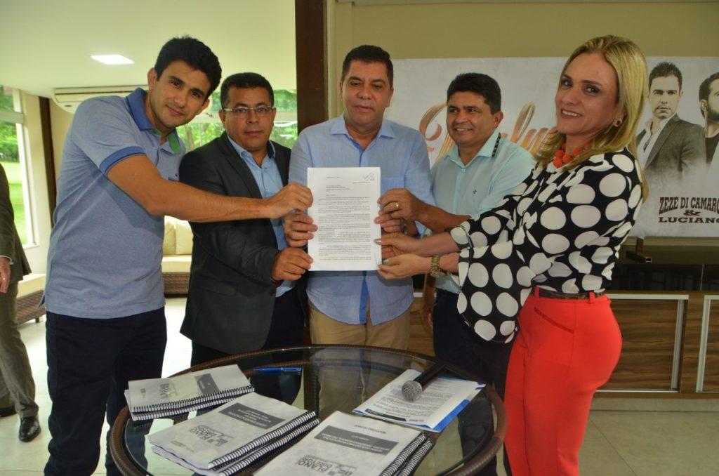 Câmara de Palmas recebe projeto de expansão do Plano Diretor da Capital