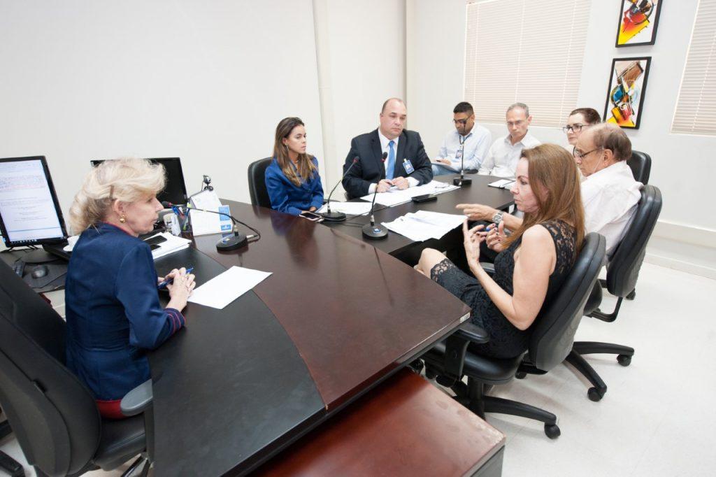 Sesau compromete-se a reformar Hospital Dona Regina e regularizar oferta de rouparia