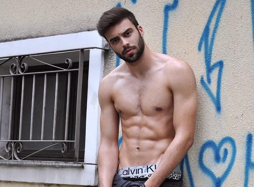 Modelo e YouTuber, Tchuba Cruz produz websérie sobre a realidade da vida de uma modelo
