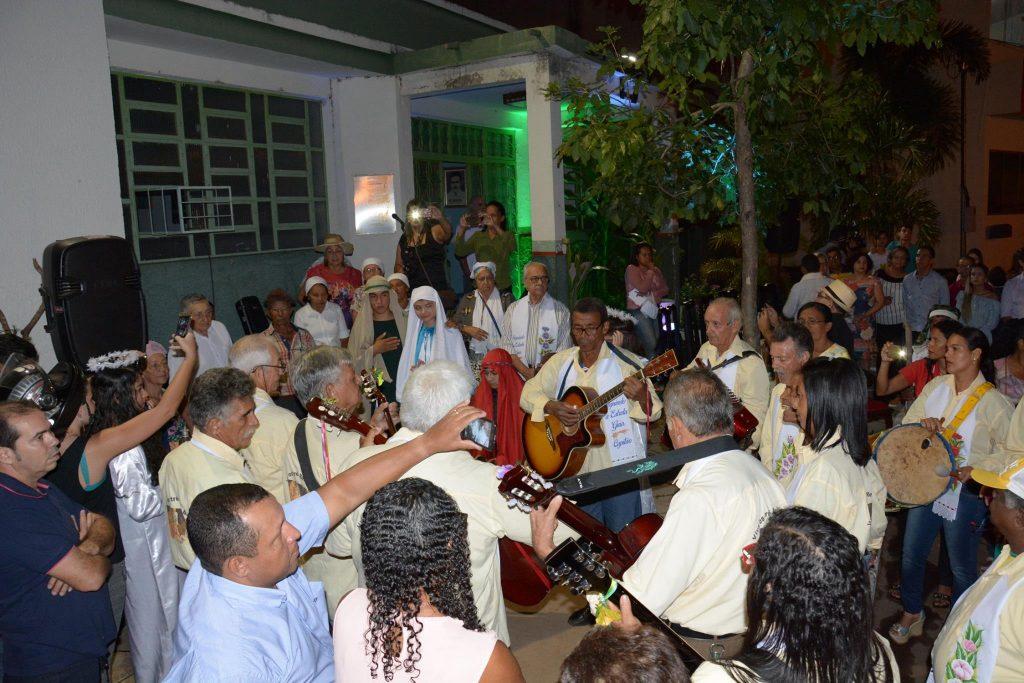 Prefeito Moisés Avelino e vice Celso Morais participam da tradicional recepção da Folia de Reis