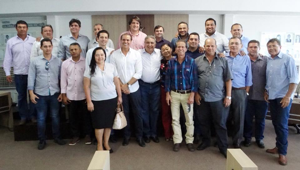 Prefeitos do sul do Tocantins participam de encontro com senador Ataídes Oliveira