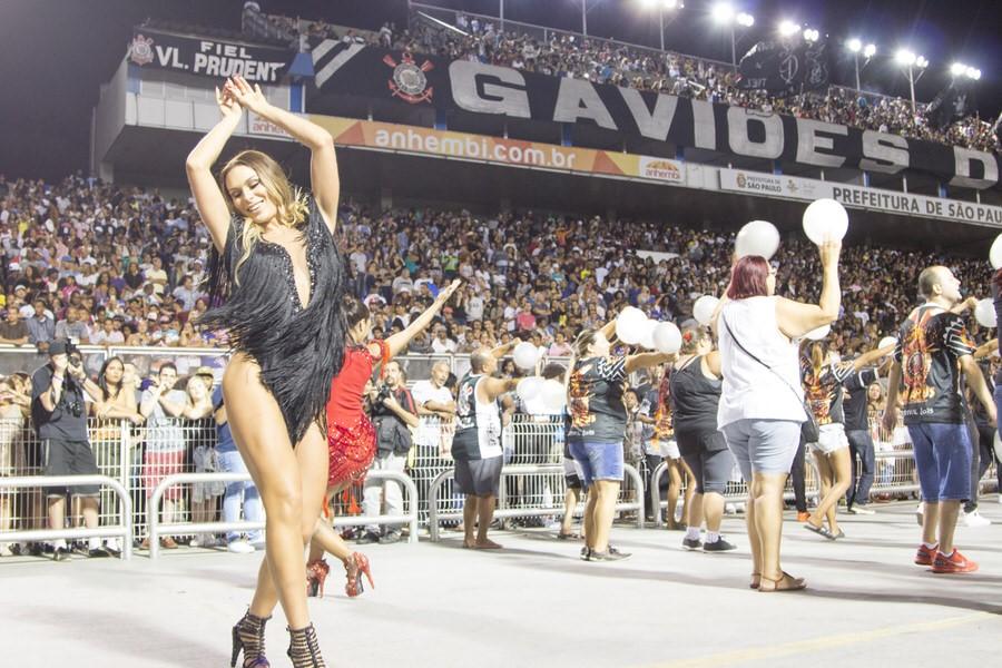 Fernanda Lacerda se destaca em ensaio da Gaviões