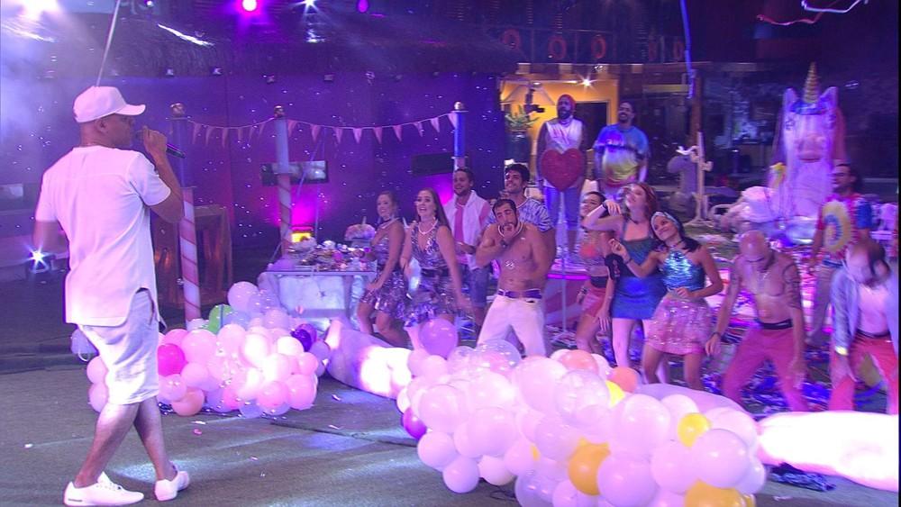 Com o melhor do funk carioca, MC Koringa agita Festa Lollipop