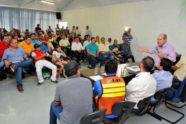 Prefeitura altera Código Tributário para beneficiar taxistas e mototaxistas