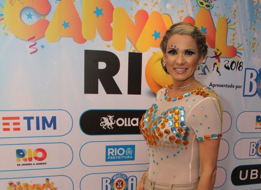 Promoter do momento, Adriana Alves, transforma camarote em sucesso na Sapucaí