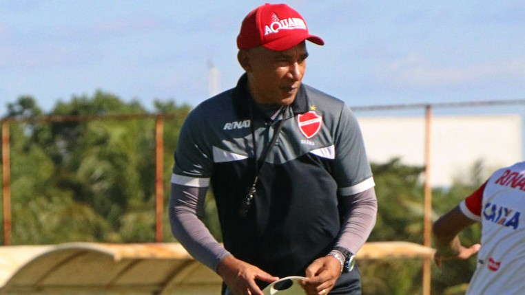 Hemerson Maria quebra recordes no comando técnico do Vila Nova antes de reencontro com o Joinville, time no qual foi campeão da Série B