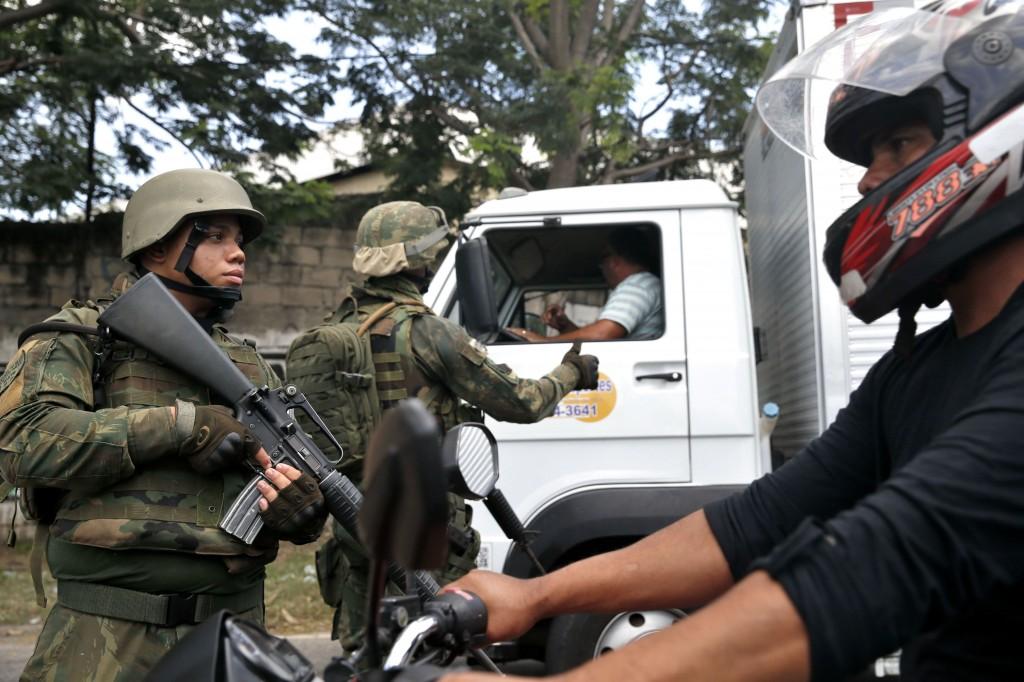 """Intervenção com militares no Rio é """"licença para matar"""", diz Conselho Nacional dos Direitos Humanos"""