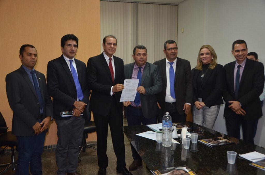 Vereadores de Palmas recebem senador Ataídes Oliveira em visita institucional