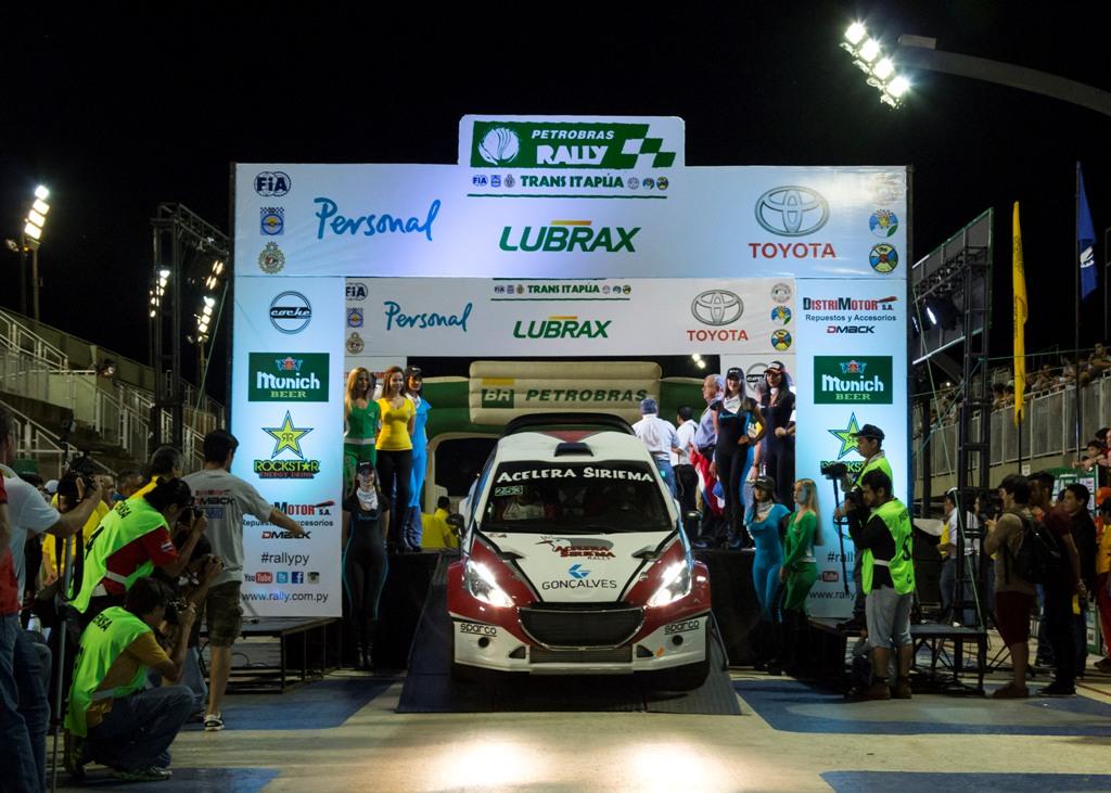 Luiz Facco e Felipe Costa aprovam o desempenho do novo carro no Rally Transitapúa, no Paraguai