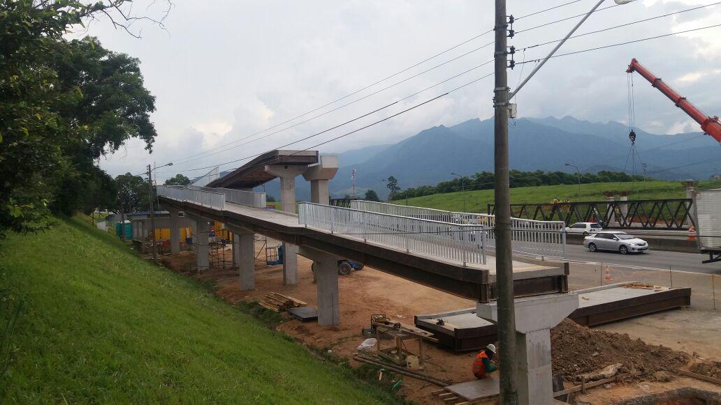 CCR NovaDutra realiza lançamento de viga para construção de passarela em Itatiaia (RJ), no Sul Fluminense