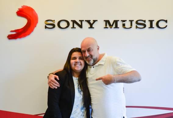Yasmin Santos assina com a Sony Music – Confundida com Marília Mendonça, a cantora foi uma das artistas que fez alegria dos convidados na festa de Rafaella, irmã de Neymar J