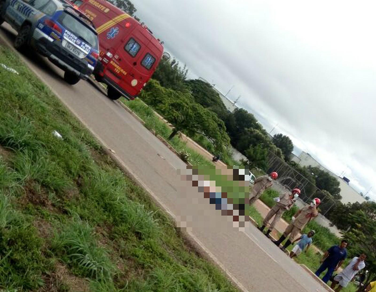 Mulher morre após ser atropelada por carreta na BR-153 em Gurupi