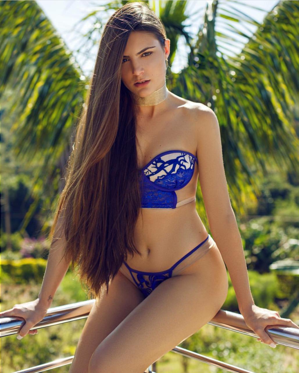 Destaque no instagram da Playboy conheça Rafaela Sartori.