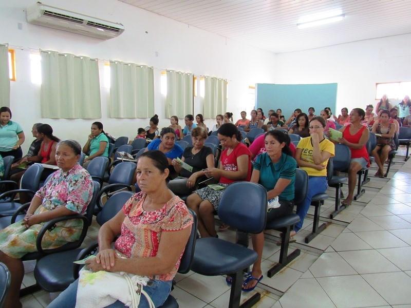 Beneficiários de Programas Sociais participam de reunião para esclarecer dúvidas