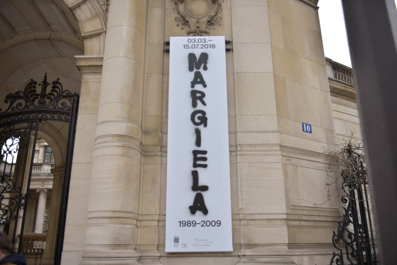 Yuri Graneiro registra exposição de Margiela, o estilista que revolucionou a moda.