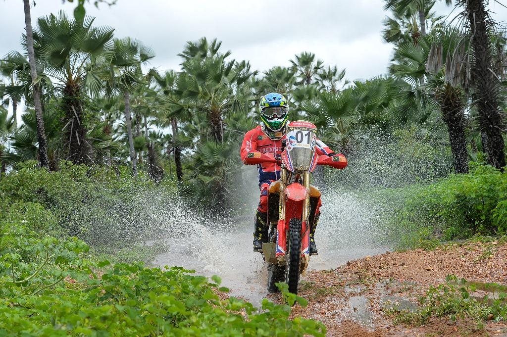 Jean Azevedo mantém a liderança das motocicletas e fica perto do 7º título do Rally RN 1500