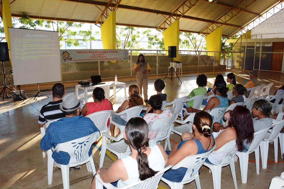 Moradores do empreendimento Paraíso dos Ipês participam de palestra sobre o trânsito
