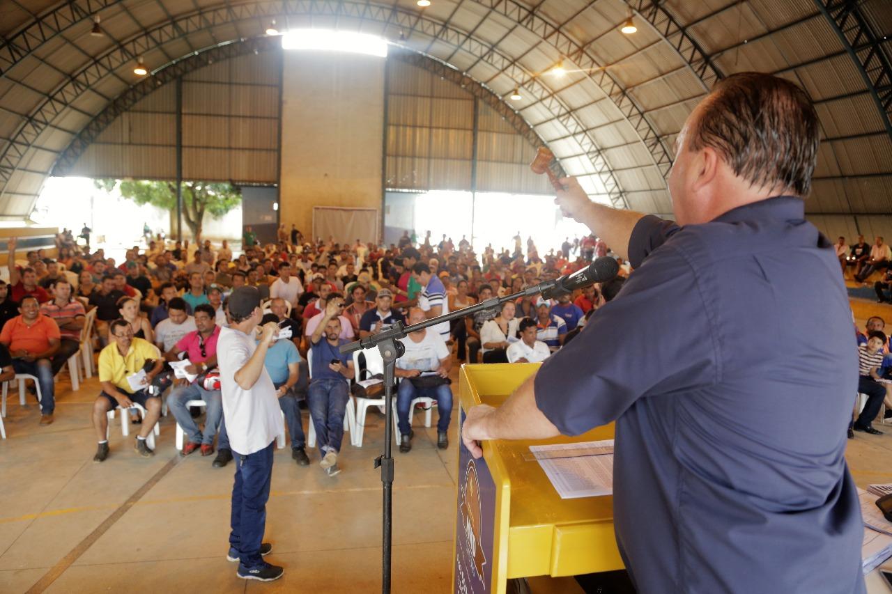 Mais de 400 pessoas participam do terceiro leilão de veículos da ASTT