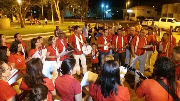 Foliões do Divino Espírito Santo são recepcionados em Paraíso do Tocantins