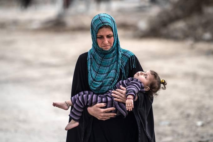 Mulheres e crianças ligadas ao Estado Islâmico recebem tratamento cruel