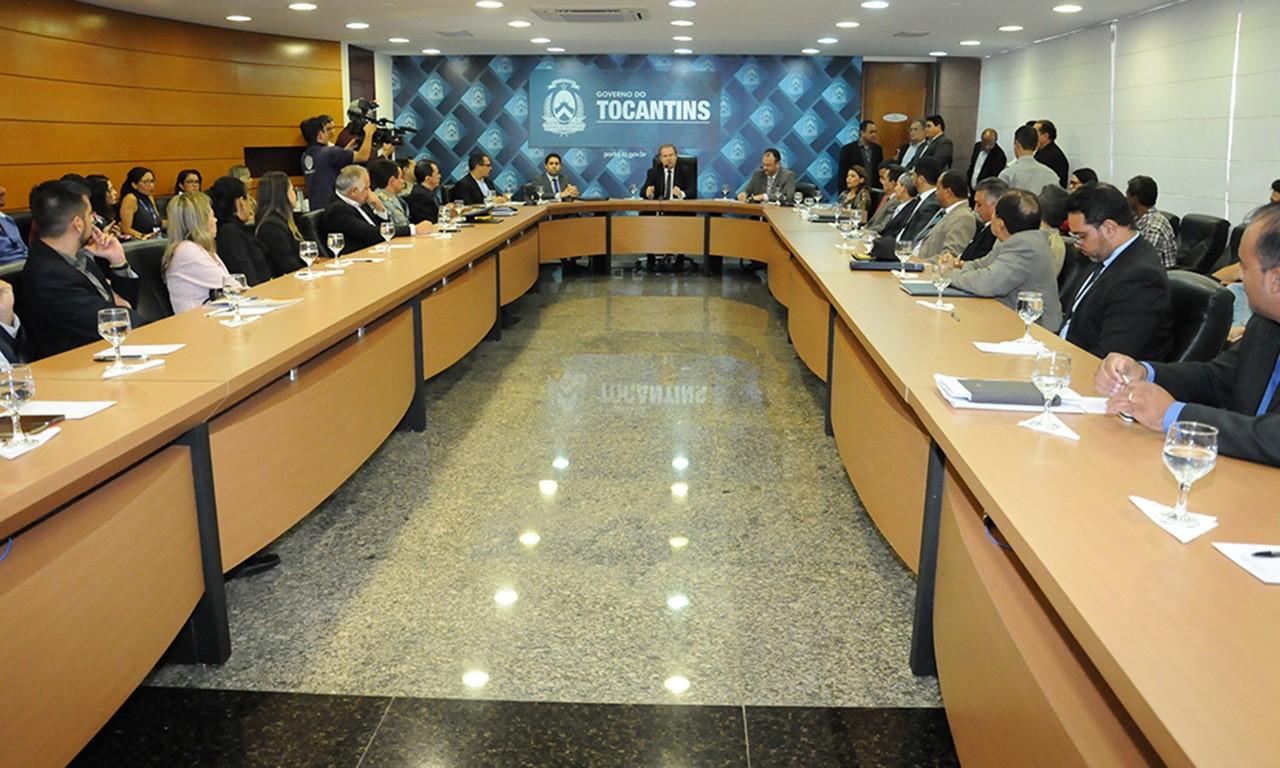 Governador Mauro Carlesse reúne equipe de governo e empossa novos auxiliares