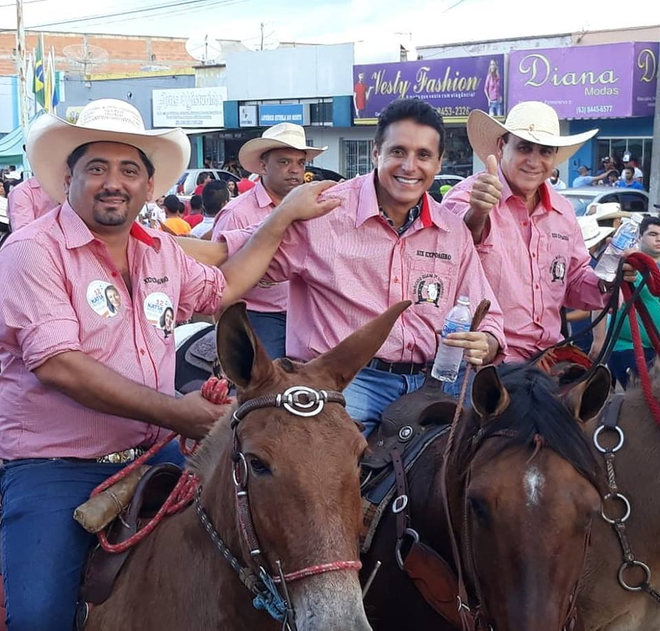 Prefeito Cleodson e comitiva de Monte Santo participam de cavalgada em Divinópolis