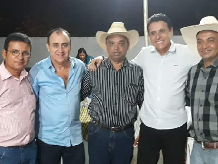 Prefeito de Monte Santo prestigia abertura do rodeio da Expoagro em Divinópolis (TO)