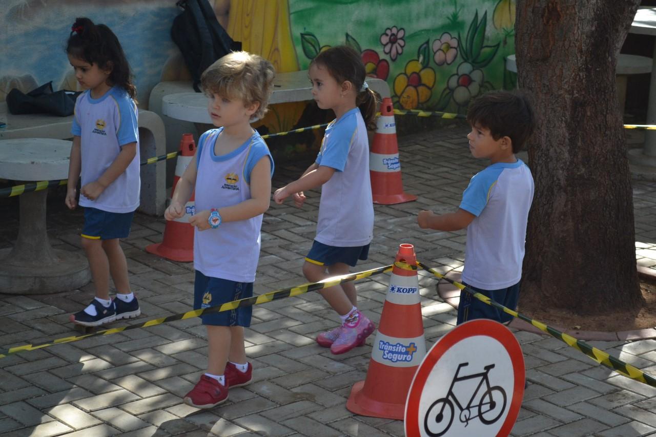 Maio Amarelo: Crianças participam de atividade educativa sobre normas do trânsito