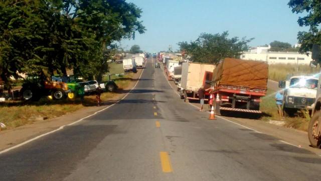 Caminhão com 44 mil litros de combustível é escoltado para abastecer aeroporto de Palmas