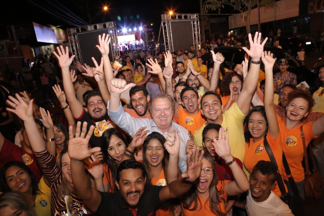 Carlesse reúne milhares no último comício no Aureny IlI, em Palmas