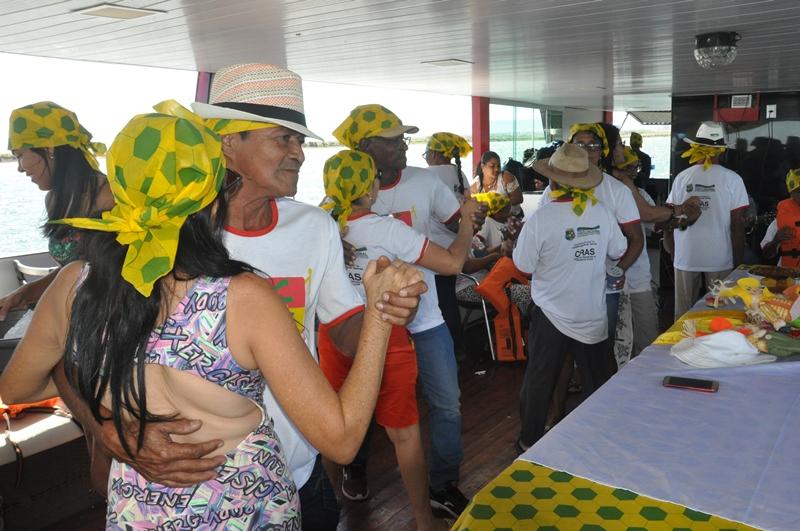 Prefeitura de Porto Nacional promove passeio no lago para idosos