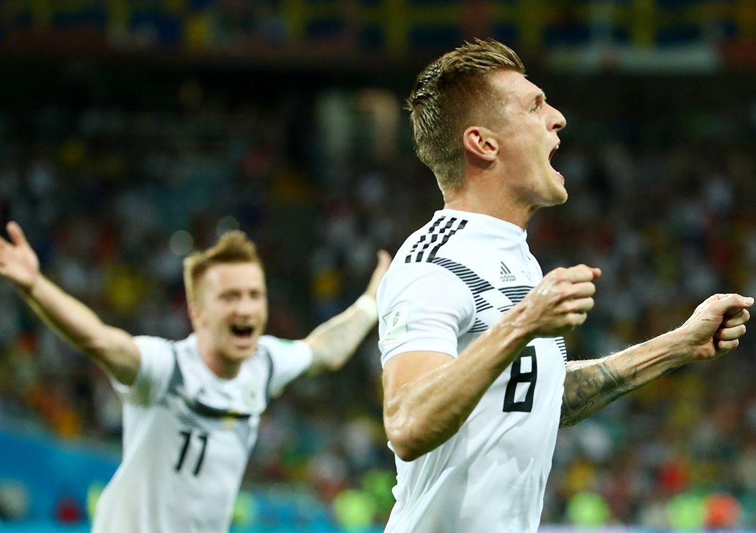 Kroos marca no fim e mantém Alemanha viva
