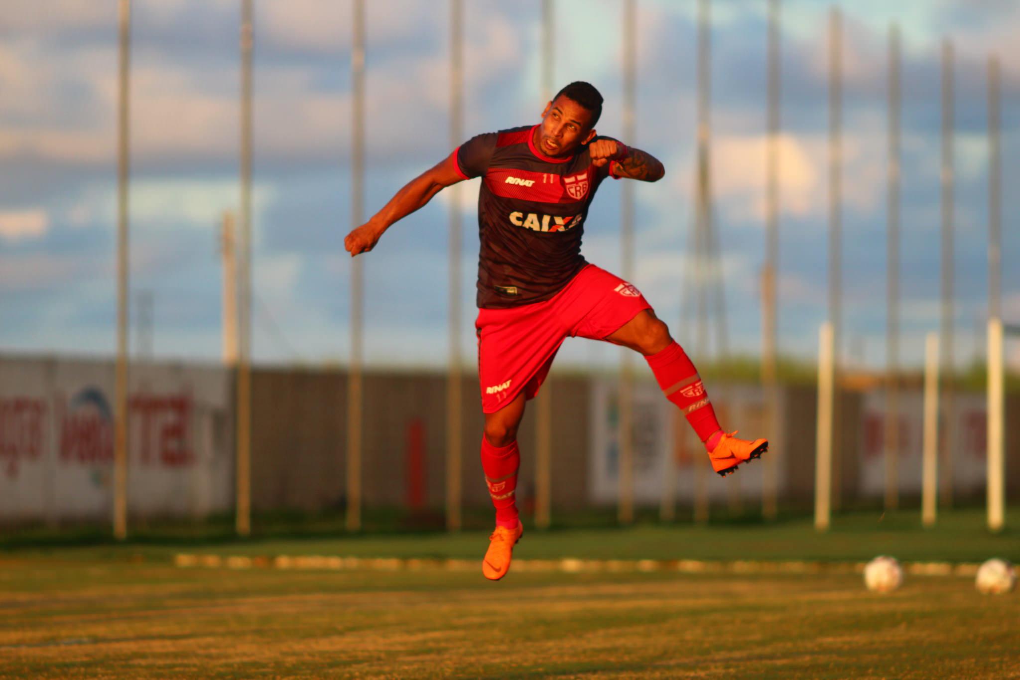 Com histórico de gol contra o Londrina, Rafael Costa busca seu primeiro com a camisa do CRB