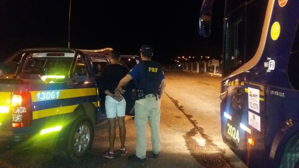 PRF Paraíso prende em flagrante jovem após furtar em ônibus