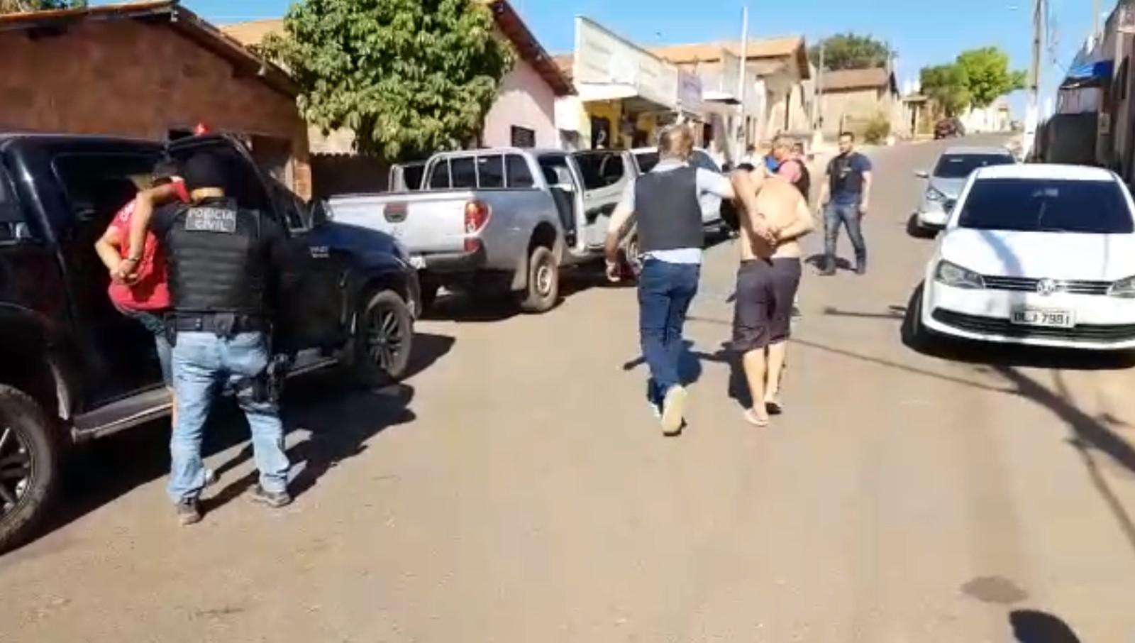 Suspeitos de roubo a banco são presos após chefe de quadrilha oferecer propina de R$ 1 milhão para delegado