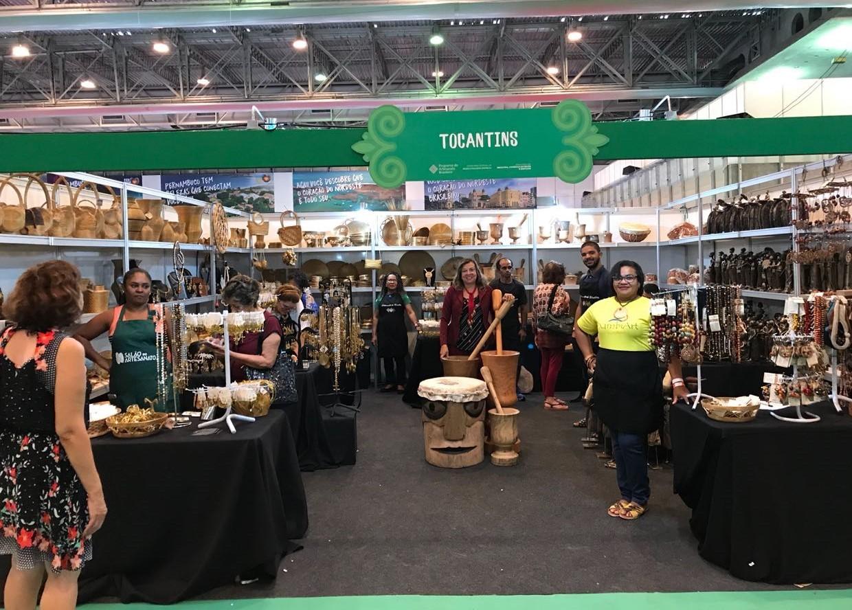 Seden e artesãos comemoram vendas e encomendas realizadas durante a Fenearte